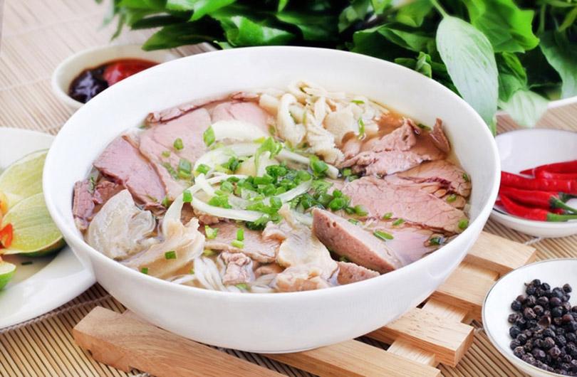pho-sai-gon-vietnam-street-food
