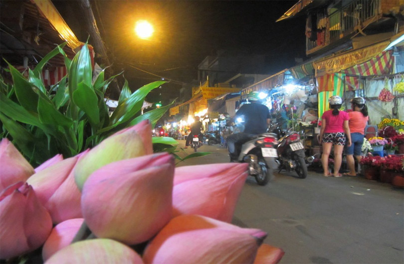 saigon-street-food-alleys-04