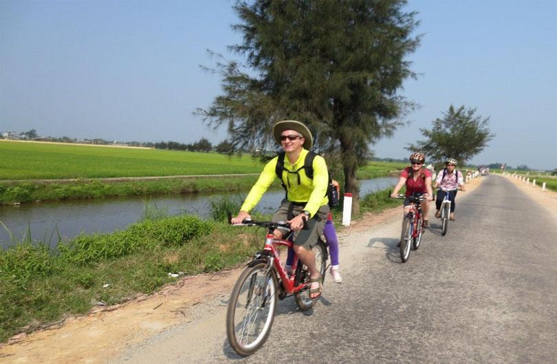 hue bicycle tour