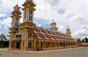 vietnam-cao-dai-temple-2