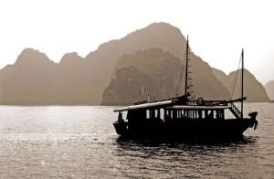 vietnam-halong-bay-09