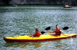 vietnam-kayaking-in-halong-bay