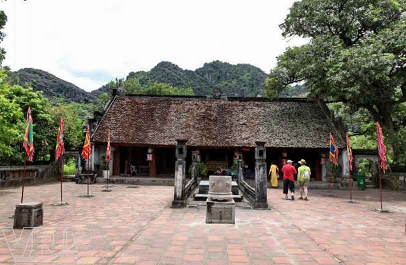 Giong Temple and Thanh Chuong Palace